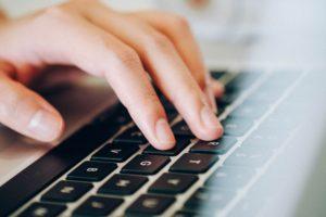 女性起業家 パソコン